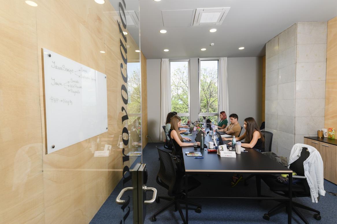 офис с интернет софия